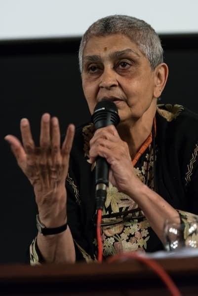 「彼女はアメリカの学術界で注目を集める著名なインド人女性の一人です。フランスのフェミニズム、翻訳、脱構築、そして知識人が自らの仕事の透明性を上げていく必要性を伝える彼女の文章は、私の人生観を変えてしまいました」— shadypoetricksさんより