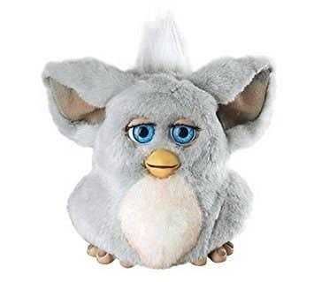 Cualquier Furby, no había nada que necesitásemos más en la vida que un Furby para que nos dijera que nos quería y se pusiese a funcionar en medio de la noche.