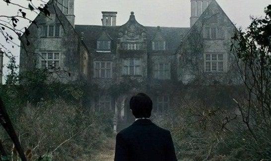 «Quand j'avais 11 ans, j'ai eu vraiment peur des miroirs, des tombes, des îles, des enfants, des trains, du brouillard, des fenêtres, des caves, de m'endormir et d'être seul après avoir vu ce film. Cela a duré pendant environ deux années (qui ne furent pas les plus détendues de ma vie).»— devilonmyshoulder75