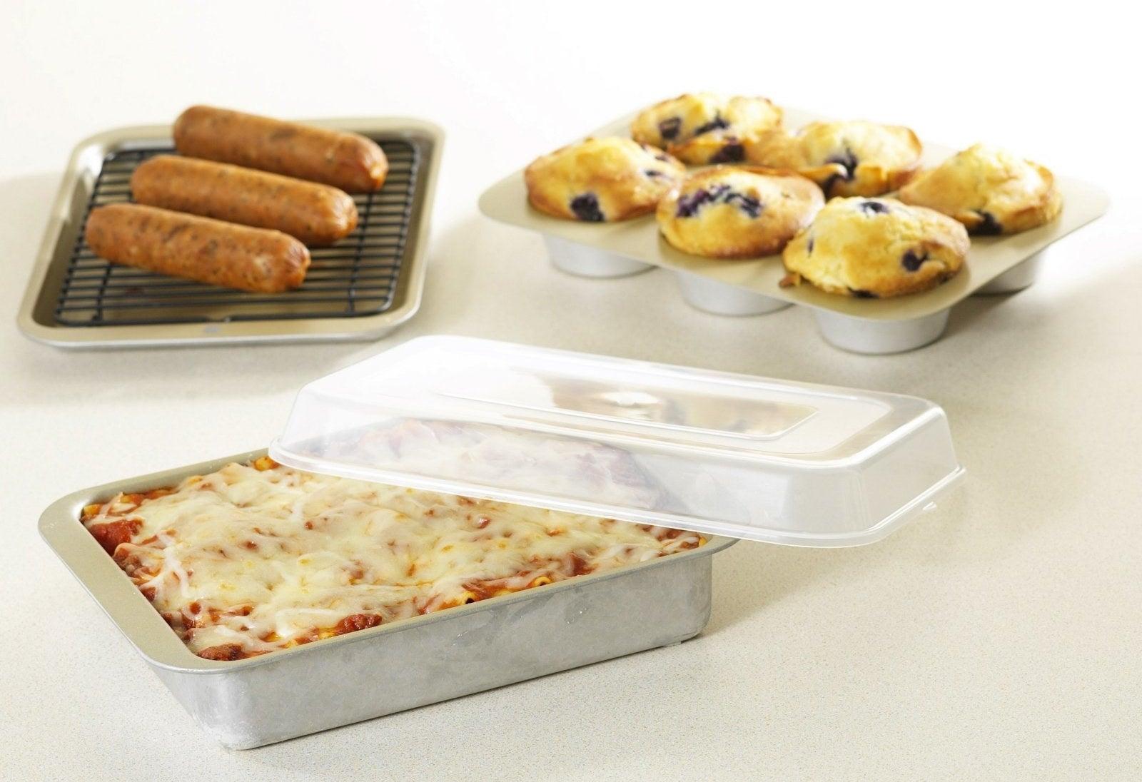 A five-piece bakeware set for beginner bakers.