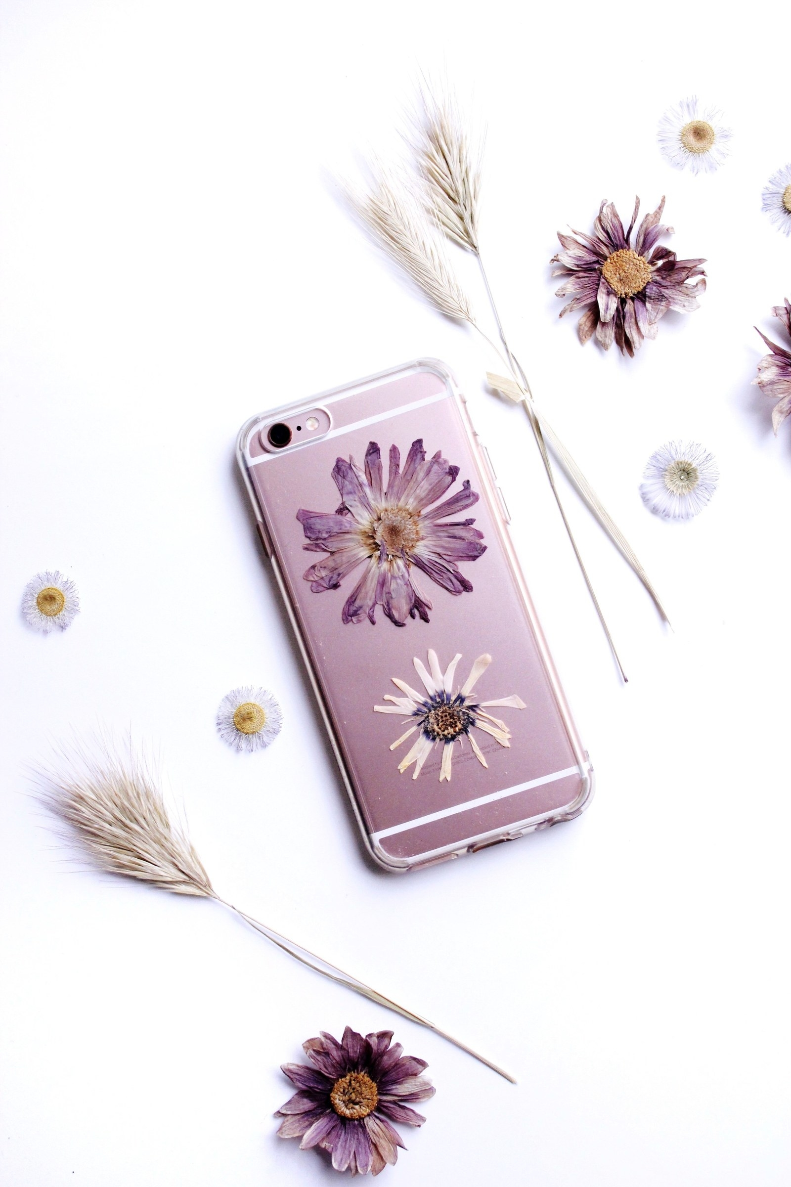 13 Pretty Things To Do With Those Dried Flowers You've Been