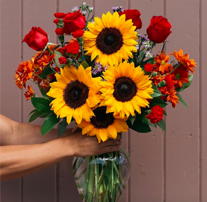 the flower bouquet in a glass vase