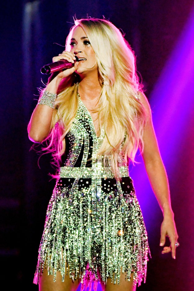 Carrie Underwood made her first television debut since the accident that injured her face back in November, but that's not ALL Twitter was buzzin' about after her flawless performance at the ACM Awards.