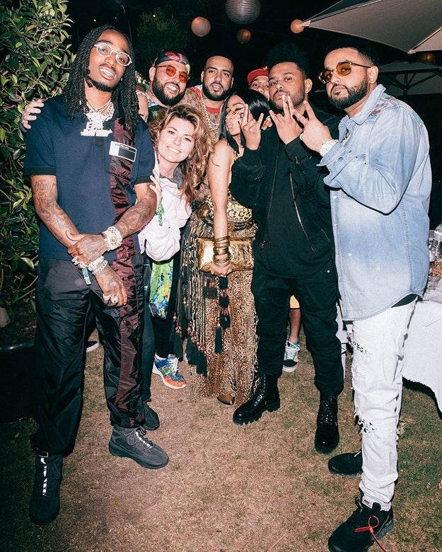 And then there was actually another really good pic taken where Shania is glowing! It's still really random and I don't totally understand, but it just proves Shania is the queen of Coachella and everyone wants to be around her!