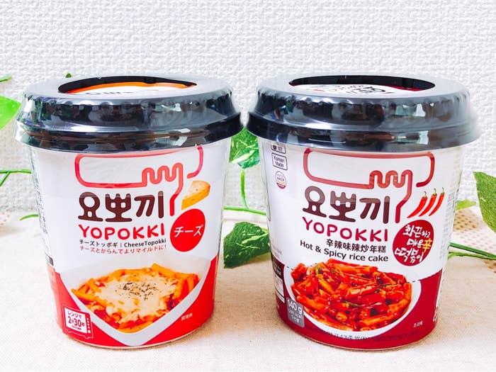 """韓国グルメで人気の「トッポギ」を、手軽に楽しめるインスタント食品。スーパーで""""最近話題のフード""""として売られていたので、買って食べてみたらハマりました!"""