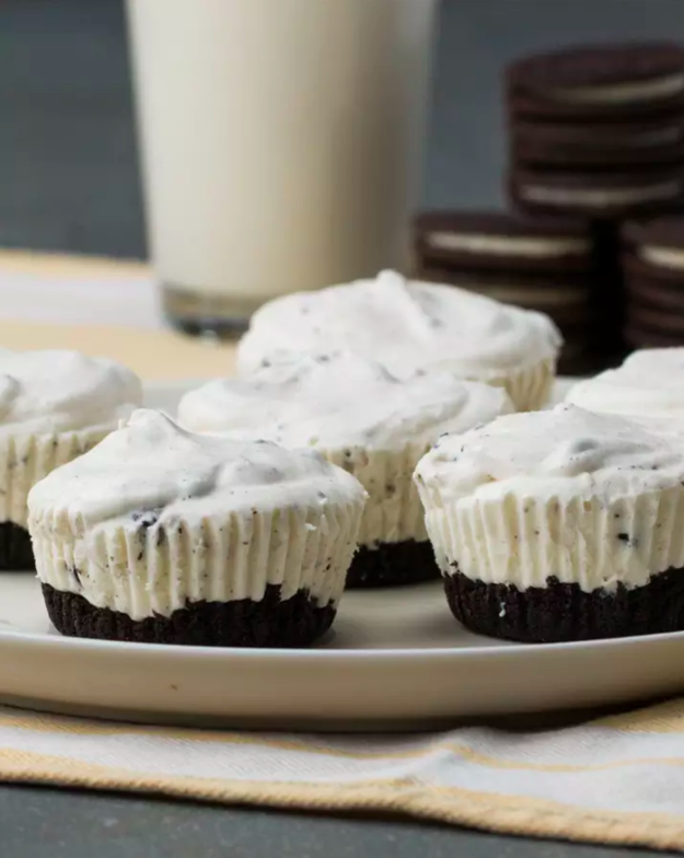 Mini oreo ice cream pies your entire family might fight over. They look so. darn. good.