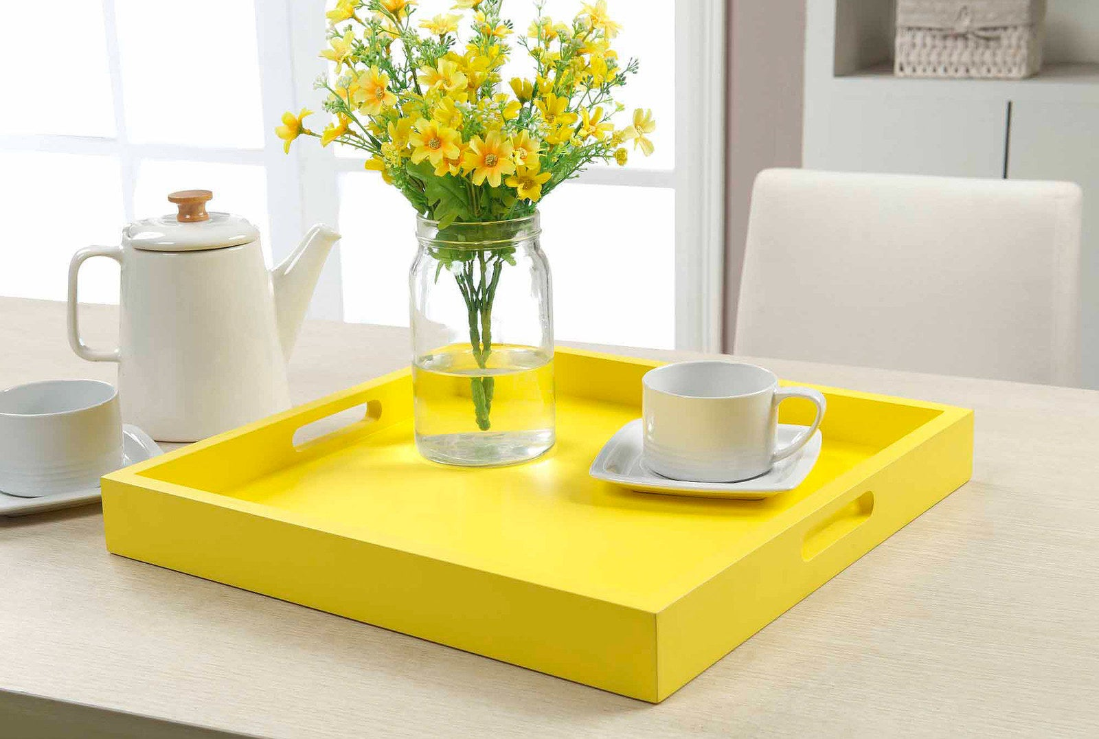 A bright and sunny serving tray to make up for grey and rainy mornings.