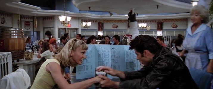 En serio, tío. Eres el puto cabecilla de los Thunderbirds. Solo tienes que decirles a tus colegas que Sandy mola y empezarán a portarse bien con ella.