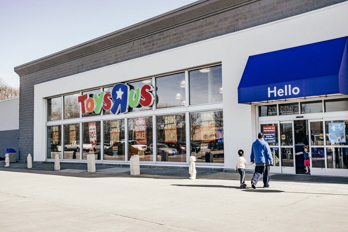 How Wall Street Bought Toys R Us And Left 30 000 People Without Jobs