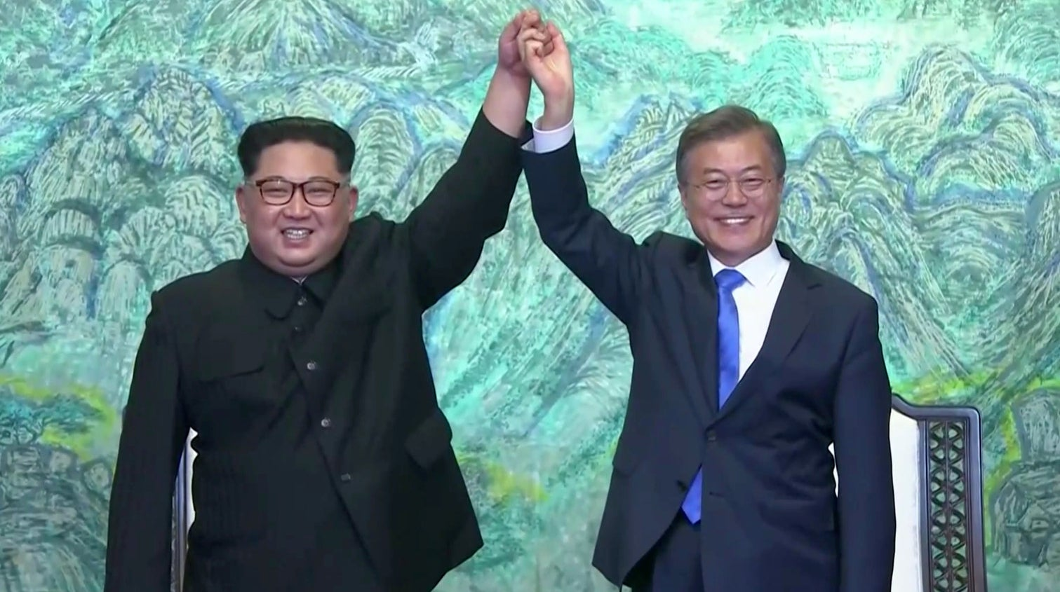 Kim Jong Un and Moon Jae-in after signing the agreement at the truce village of Panmunjom.