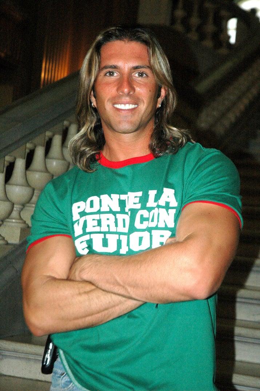 El regiomontano es modelo y estrella de reality shows. Su fama explotó cuando participó en Big Brother, sus hermanos son los futbolistas Aldo De Nigris y el fallecido Toño De Nigris.