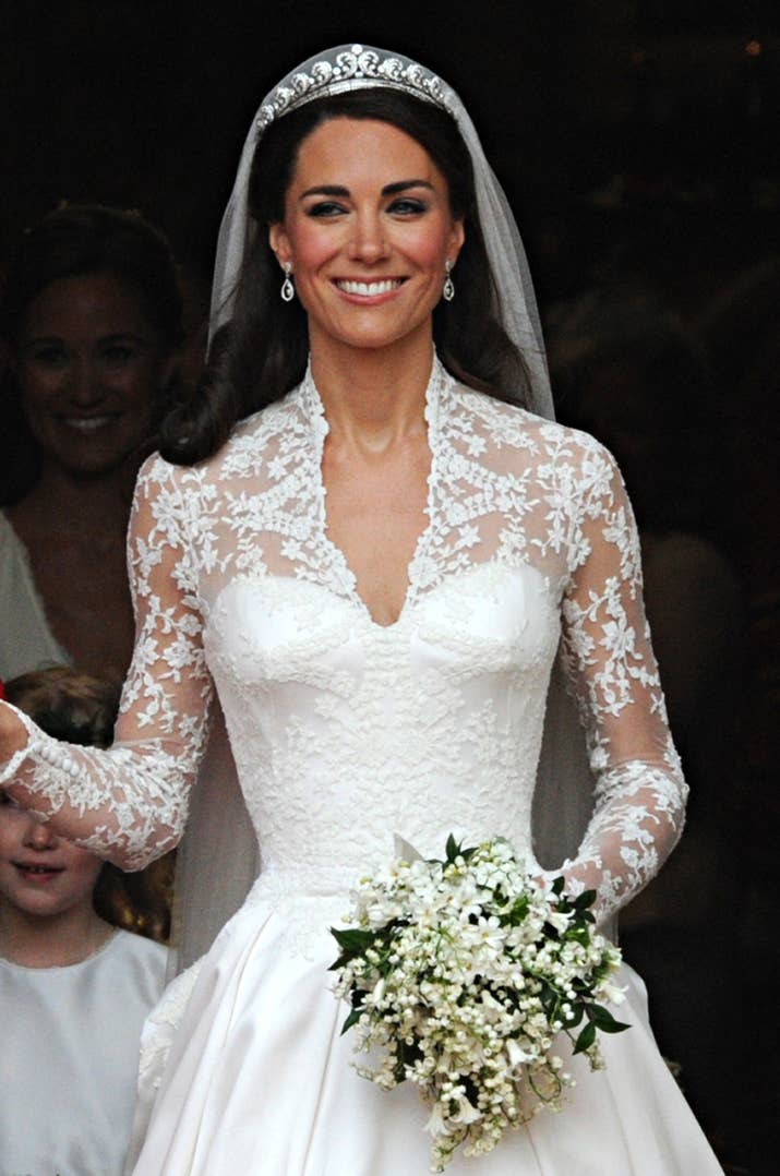 Hm has a 299 knockoff of kate middletons wedding dress and like everyone else who watched the royal wedding i became obsessed with the alexander mcqueen dress that fit kate like a damn glove and dreamed about the junglespirit Gallery