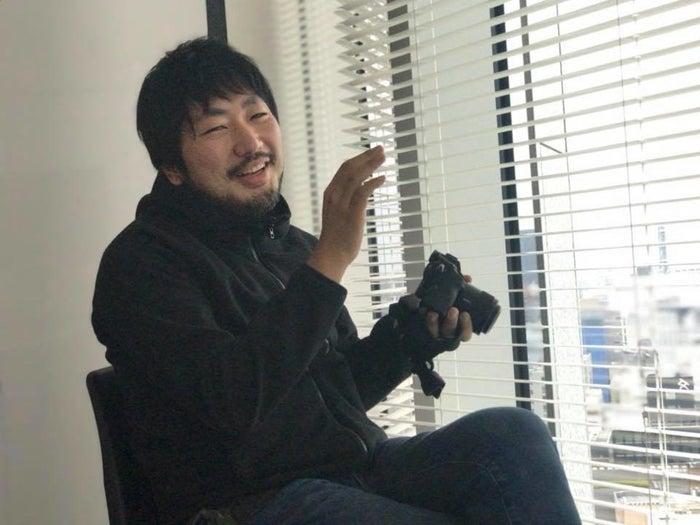カメラマンの写真を撮ることに私が緊張している間、絶えず話しかけて心をほぐしてくれる幡野広志さん
