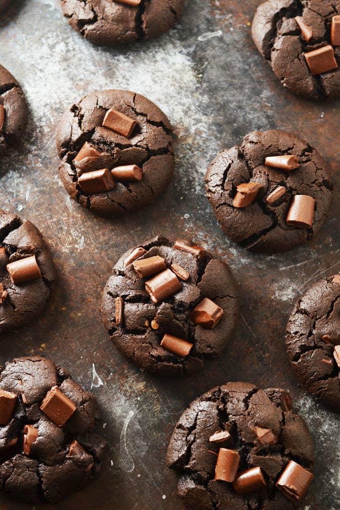 Galletas hechas a base de pedacitos de chocolate