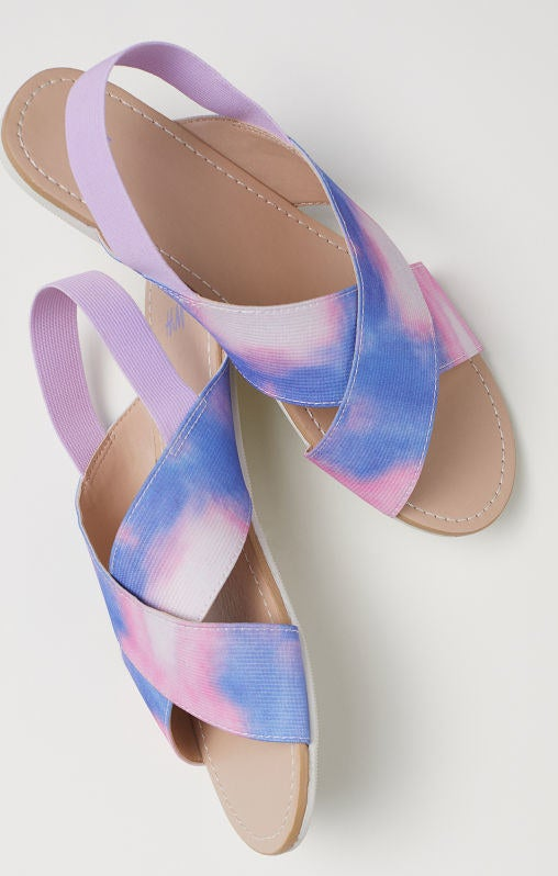 Get them from H&M for $14.99 (available in sizes 2-5.5 and in pink and metallic).