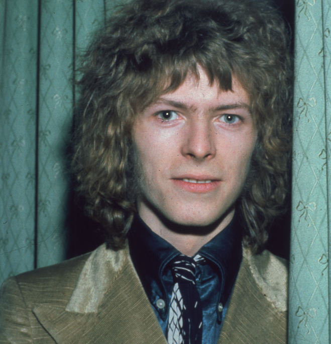 Bowie's opponent's fingernail scratched the surface of his eyeball, paralysing the muscles that contract the iris and resulting in anisocoria – a condition in which the eyes have different-sized pupils. In Bowie's case, his left pupil remained permanently expanded, leading to the illusion of one eye being black and the other blue. – kimberlyy403bcd84b
