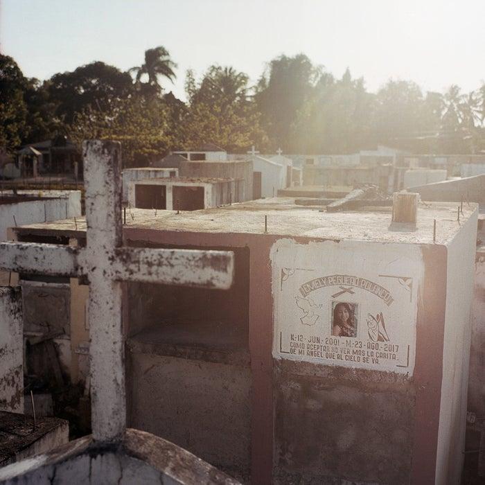 Emely Peguero's grave in the Cenoví cemetery.
