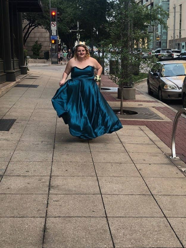 9325ce88459 24 Stunning Prom Dresses People Actually Made Themselves