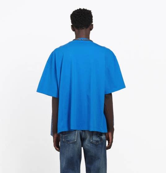 c7c96b2d3 Look at the back of this t-shirt. It just looks like a nice, plain blue t- shirt, right? Balenciaga ...