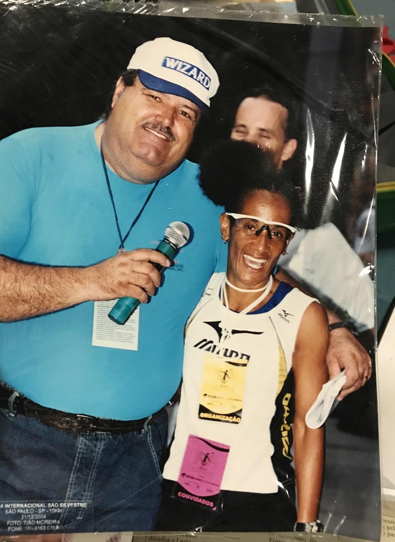 Animal com o apresentador Gilberto Barros, o Leão.