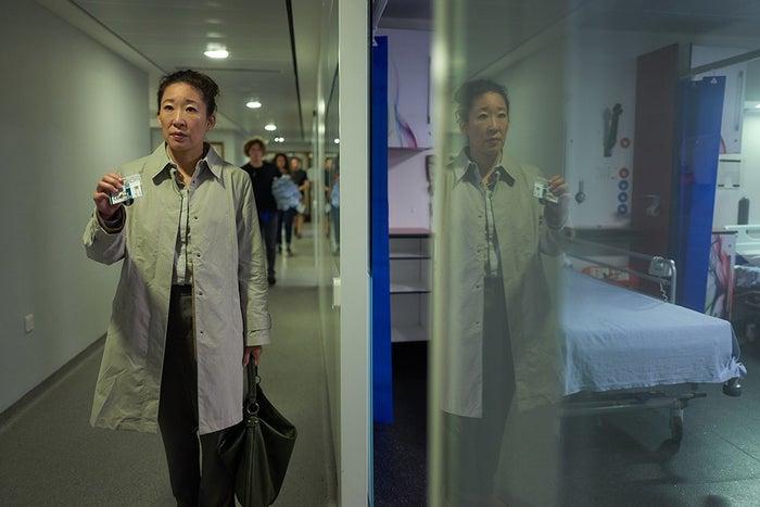 """Sandra Oh em seu novo papel como a oficial do MI5, Eve Polastri, em """"Killing Eve""""."""