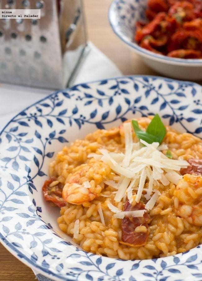 Porque aunque cuando pensamos en Italia pensamos inevitablemente en pasta fresca, el risotto es una delicia apta para celíacos. Esta propuesta con tomates secos y gambas es perfecta como comida de domingo. Aprende a prepararlo aquí.