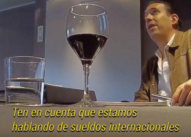 """Aunque Manuel Barreiro no especifica cómo va a cobrar, acepta formar parte de las empresas que se abrirán como consultor. Asimismo, pide a la mujer esperar a que suceda el cambio de gobierno para pasar """"desapercibidos""""."""