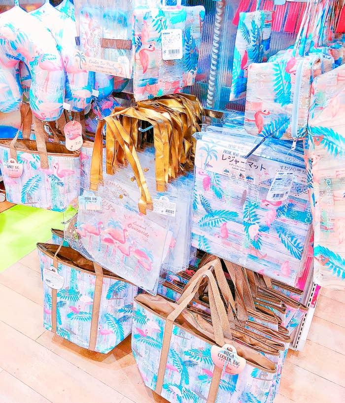 新商品のピンクフラミンゴグッズ、ヤバくないですか?え?なにこれ!全部買いたい!一目惚れー!どんだけー!ってなりまして…。所持金が1000円くらいだったのでとりあえず3アイテムを購入しました。