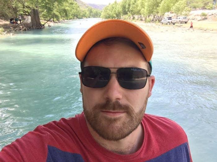 Ama el país y quiere conocer cada rincón de país. Aquí, por ejemplo, está en la cascada de Chuveje, en Querétaro.
