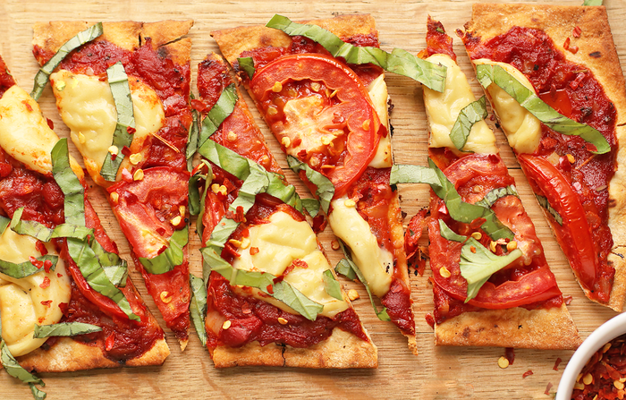 Pizza is always great, I think can all agree on that. But GRILLED PIZZA? Yeah, definitely give this recipe a try.