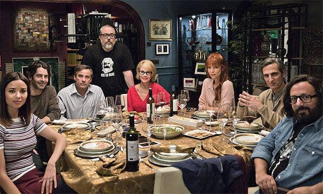 ¿Por qué verla?Va a hacer que te plantees una pregunta: ¿realmente conocemos a nuestros amigos? Estarás al borde de tu asiento toda la película, mientras ves a este grupo de amigos que descubren cosas muy oscuras sobre los otros en una cena.