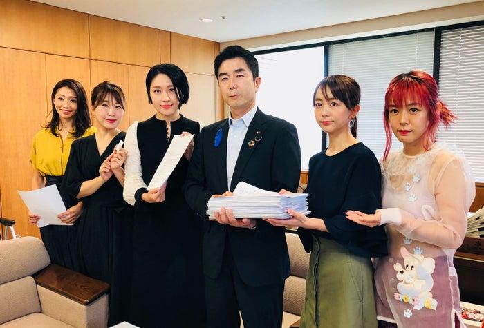 左から、眞鍋かをりさん、坂本美雨さん、犬山紙子さん、牧原副大臣、福田萌さん、ファンタジスタさくらださん