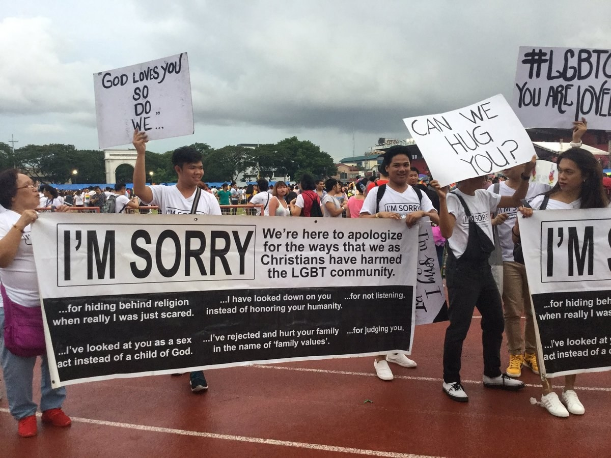 "These Christians Went To A Pride Parade With ""I'm Sorry"" Signs And People Love It"