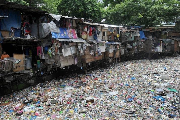 Això li dóna la benvinguda a l'acumulació de gèrmens i bacteris causants de greus malalties, i dóna peu a inundacions i col·lapses en carrers i residències.