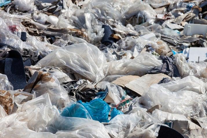 La gente las desecha y listo, sin pensar por un segundo en dónde van a parar y en los irreparables daños que esto va a causarle al ecosistema.