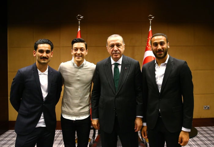 Soccer players Ilkay Gundogan (left), Mesut Özil (second from the left), and Cenk Tosun (right) pose for a photo with President Erdogan.