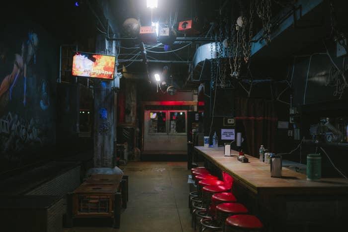 ニューヨーク・ジャックスのイベントが開催されているSMクラブ、パドルズの店内。