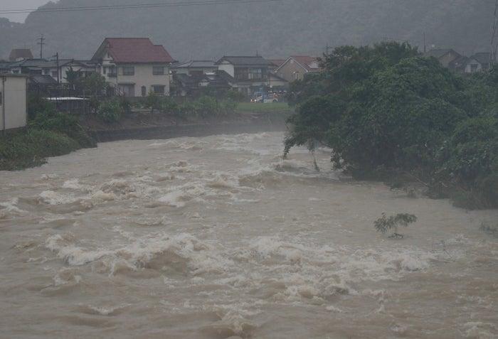7月6日夕以降には、福岡や広島、岡山、鳥取、京都などに「数十年に一度しかない重大な災害が迫っている」とする「特別警報」が発令された。各地で災害も発生しており、NHKのまとめによると、7日朝までに各地で9人が死亡、40人以上の安否がわかっていないという。各地ではすでに浸水被害も相次いでいる。浸水時は無理な避難をしないこと、川などに近づかないことが大切だ。