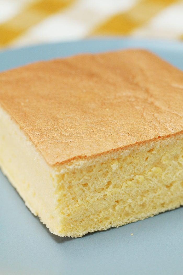 台湾の夜市に行くと思わず目に止まる「現烤蛋糕」のお店。その場で切られる、ふるっふるなカステラはまさに食のエンターテイメント!そんなふるふるなカステラをご家庭で楽しめるようなレシピをご紹介します♪ぜひ作ってみてくださいね!