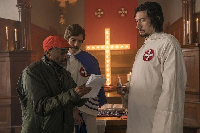 O diretor Spike Lee com Topher Grace e Driver no set de Infiltrado na Klan.