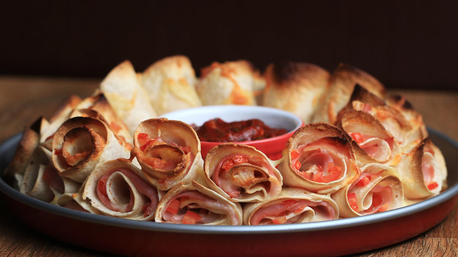 A travessa de pizza cone é um petisco muito fácil de delicioso