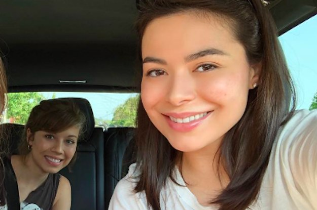 """Miranda Cosgrove And Jennette McCurdy Had A Mini """"ICarly"""" Reunion And I'm Low-Key Freaking Out"""