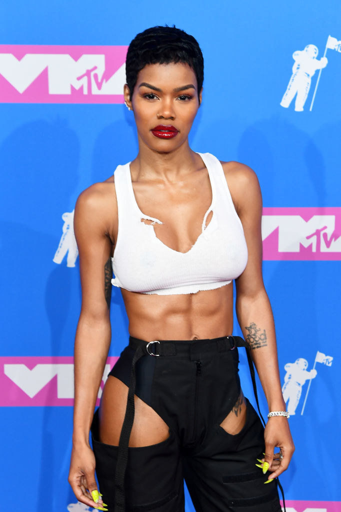 Well, hot diggity dog check out these abs at the VMAs.