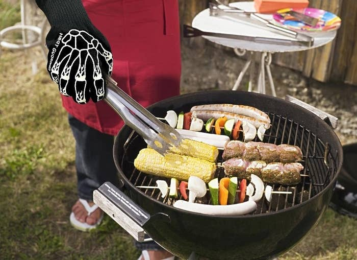 """FYI, grill marks only look good on food! Oh, and you can use these with your oven, too.Promising review: """"I'm terrified of burning myself on hot pans and the oven — which I've done using potholders several times. These are a little big, but I can still use them easily, and the stars help me keep my grip. Also, I freely admit, I think they're stinking adorable."""" —justanotherreviewerGet them from Amazon for $13.99+ (also available in stars)."""