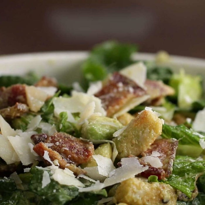 Servings: 2INGREDIENTS1 head romaine lettuce4 slices bacon, cooked and crumbled1 avocado, diced½ cup croutons½ cup shaved parmesan cheese, plus extra for serving¼ cup Caesar dressingPREPARATION1. Slice the lettuce into about 1-inch pieces, then transfer to a large salad bowl.2. Add the bacon, avocado, croutons, cheese, and dressing, mixing until evenly combined.3. Serve with additional parmesan on top.4. Enjoy!
