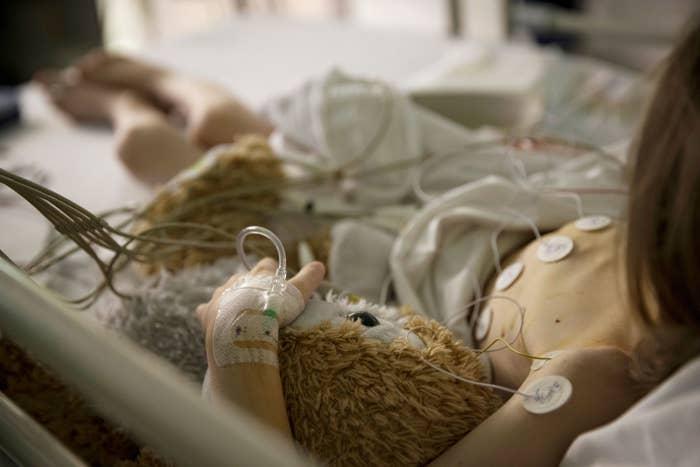 Etwa 150 Kinder kommen in Deutschland jährlich mit uneindeutigen Genitalien zur Welt. Nach Recherchen von BuzzFeed News werden immer noch zu viele von ihnen operiert.