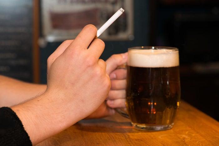 喫煙可能な飲食店への入店を避ける人が6割いることがわかった