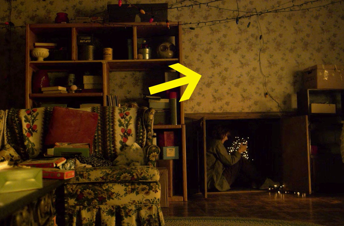 And they even got the exact wallpaper print from the Byers' living room to recreate that iconic set.