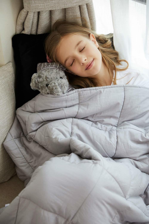 kid asleep under the weighted blanket