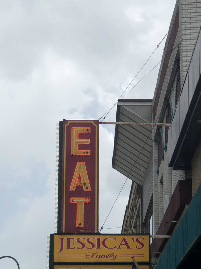 19 Restaurant Designs That Are Comically Bad, No Offense